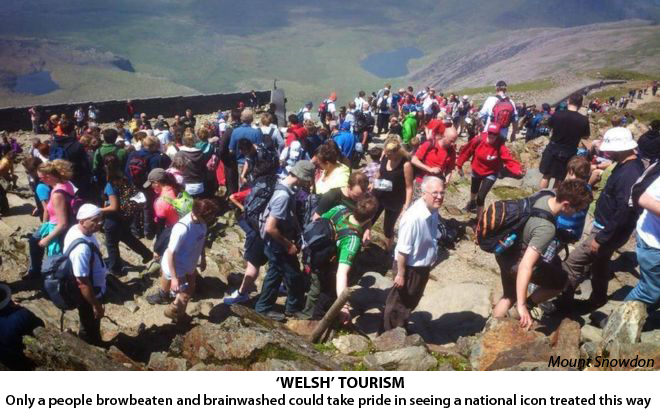 snowdon-tourists-caption
